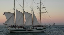 1 280px-Tall_Ship_WINDY,_Lake_Michigan