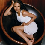 Halle-Berry-sexy-legs-and-feet