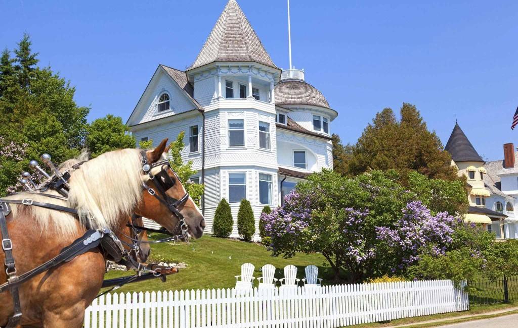 694302-Mackinac-Island-Carriage-Tours