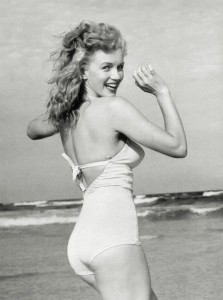 Beautiful Photographs of Marilyn Monroe by Andre de Dienes, 1949 (16)