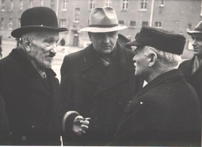 Табір ДіПі Кастель, Західна Німеччина, 25 січня 1947 р. Зліва направо А.М. Лівицький, К.К. Панківський, генерал М. Омелянович-Павленко