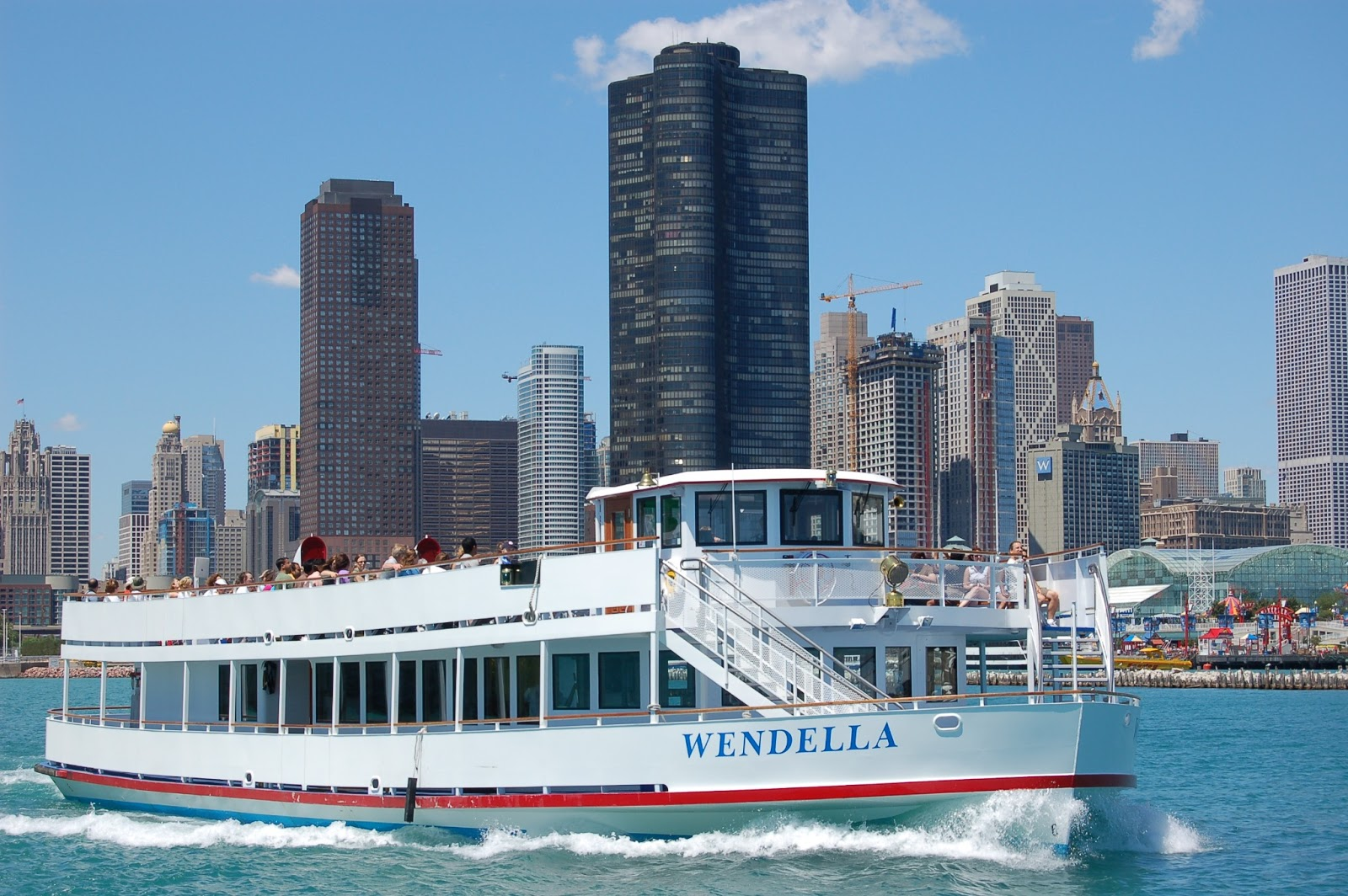 wendella-boat-tours-chicago-new-wine-waves-tour