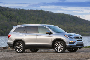 2017-Honda-Pilot-Elite-front-three-quarter-04