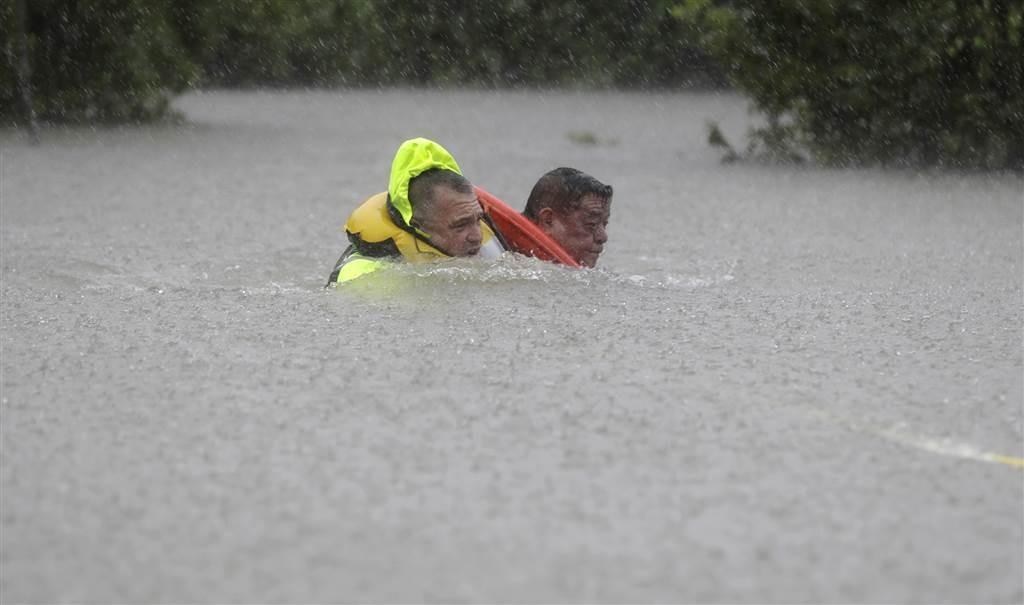 ss-170827-hurricane-harvey-houston-01_96e835d29751c2afc652bace6e32bd3e-nbcnews-ux-1024-900_60ece23095fee8edc6e68edae68331f1.nbcnews-ux-2880-1000