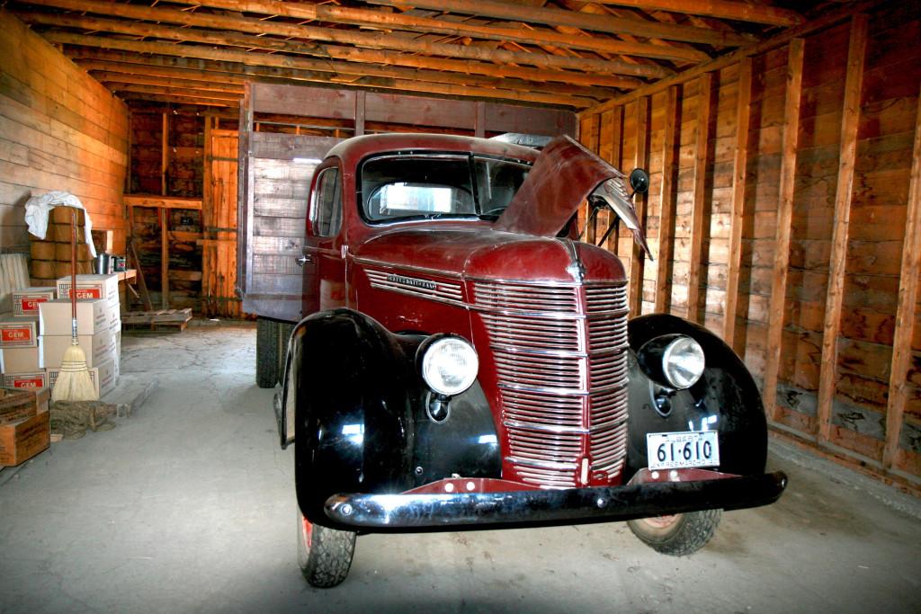4.Вантажне авто власника крамниці господарських товарів з містечка Восток, Альберта (1920ті рр.)
