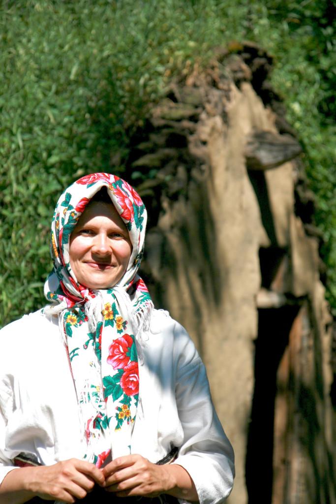 1.Дівчина, яка перевтілилася в образ ранньої емігрантки з Буковини і знайомила мене з життям у бурдеї (1900ті рр.)