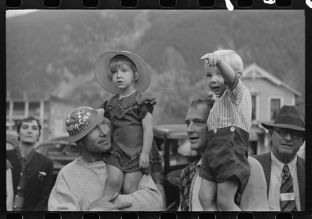 1940s-miners-with-children-in-colorado_8a29486v