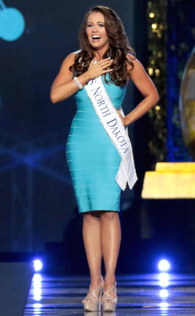rs_634x1024-170910200217-634.Miss-America-Cara-Mund.ms.091017