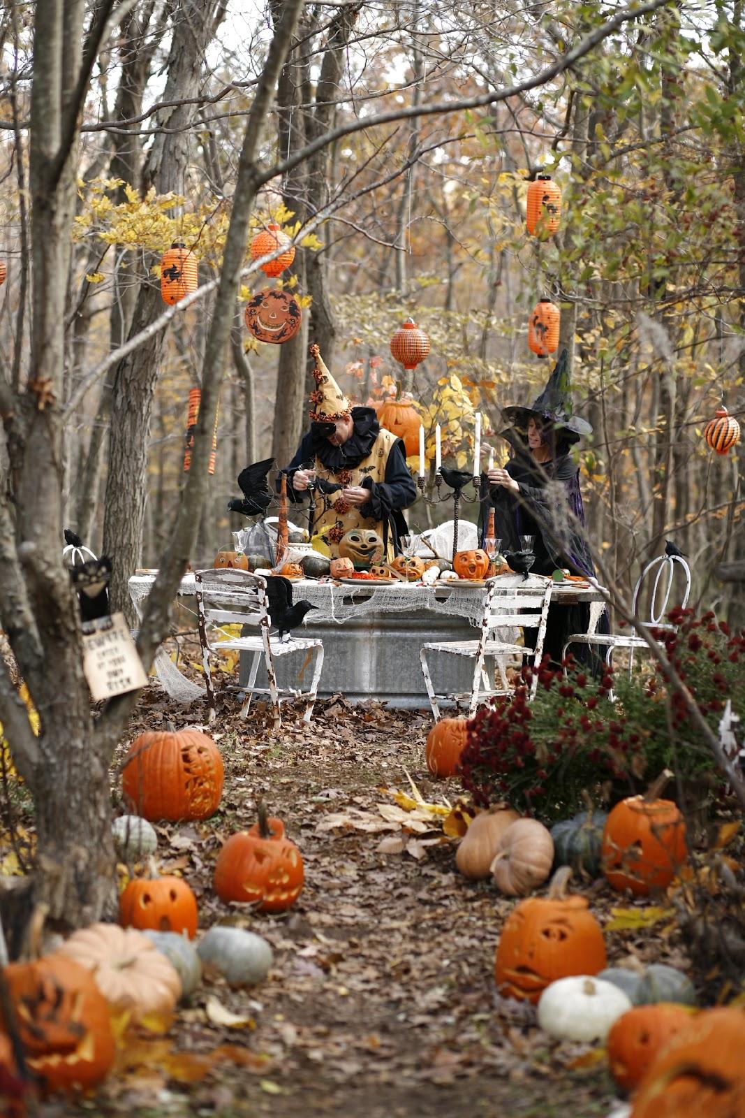 astounding-halloween-garden-decorations-dreadful-fresh-pumpkin-heads-black-witch-hanging-dreadful-pumpkin-heads-halloween-garden-decorations-decorating-wonderful-ideas-of-halloween-garden-decora