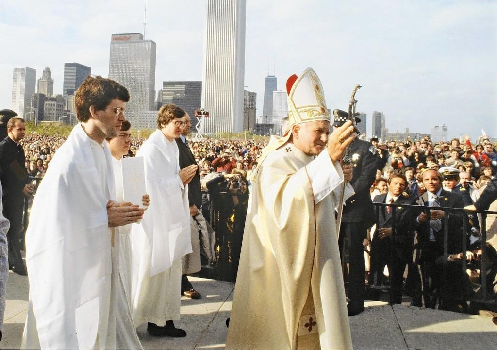 ct-per-pope-visits-chicago-flashback-1005-jm-20141005