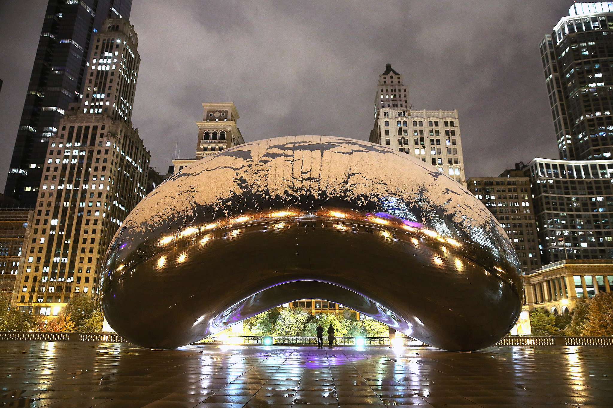 Chicago-saw-its-first-snow-early-November-which-left-Cloud-Gate