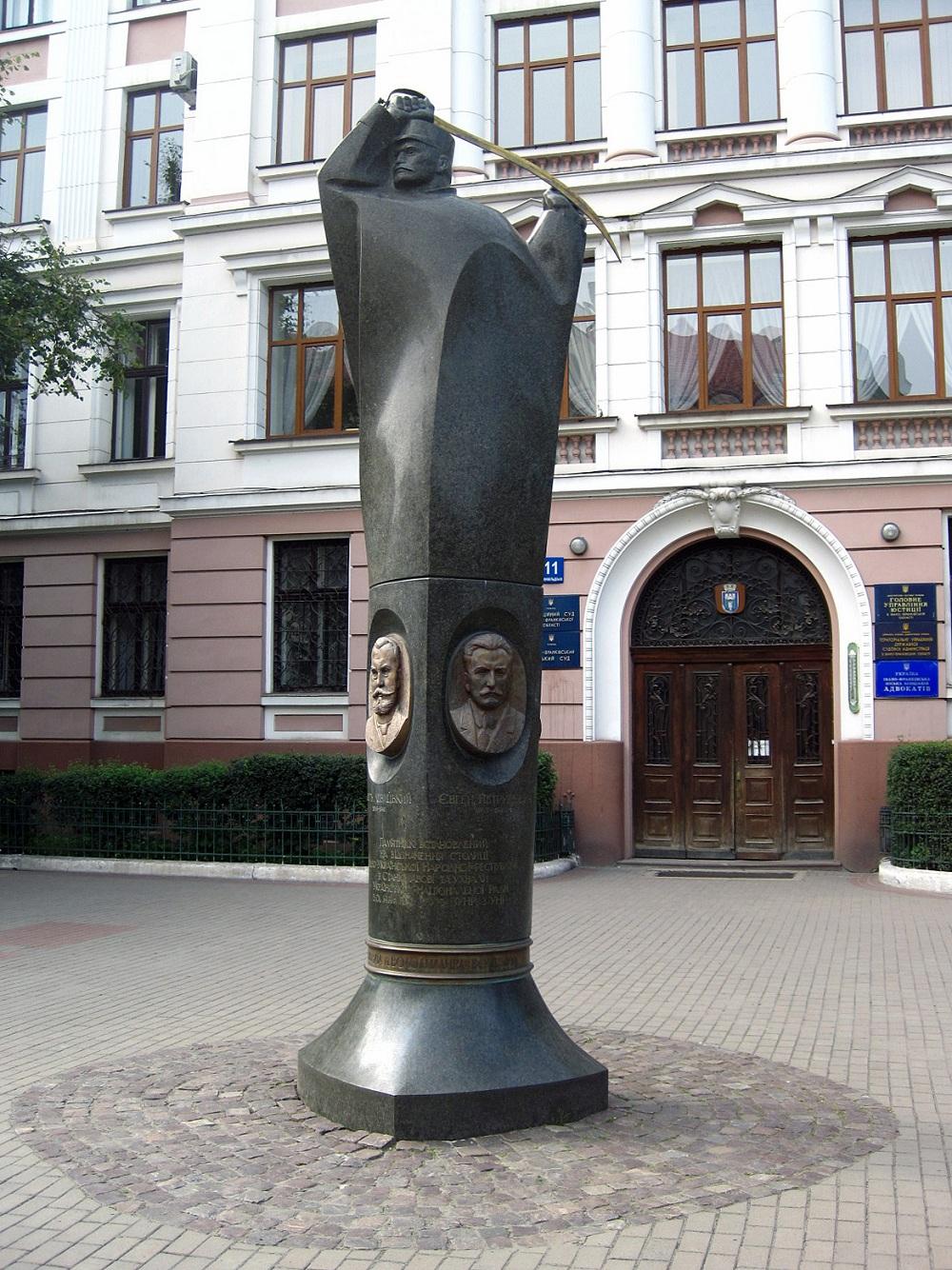 Памятник_столиці_ЗУНР_в_в_Івано-Франківську