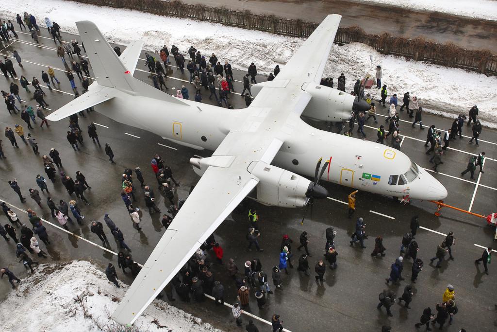 новітній український транспортний літак Ан-132