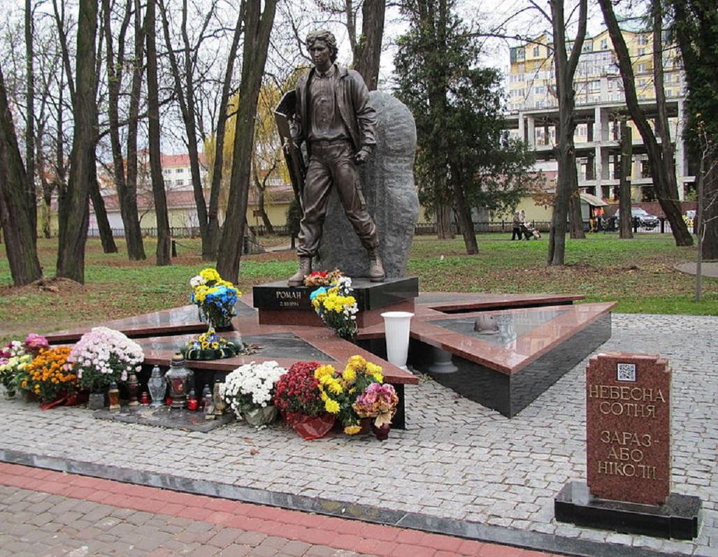 800px-Пам'ятник_Роману_Гурику_в_Івано-Франківську