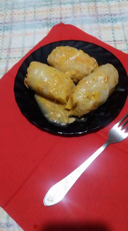 Голубці з тертої картоплі у томатно-сметанній заливці