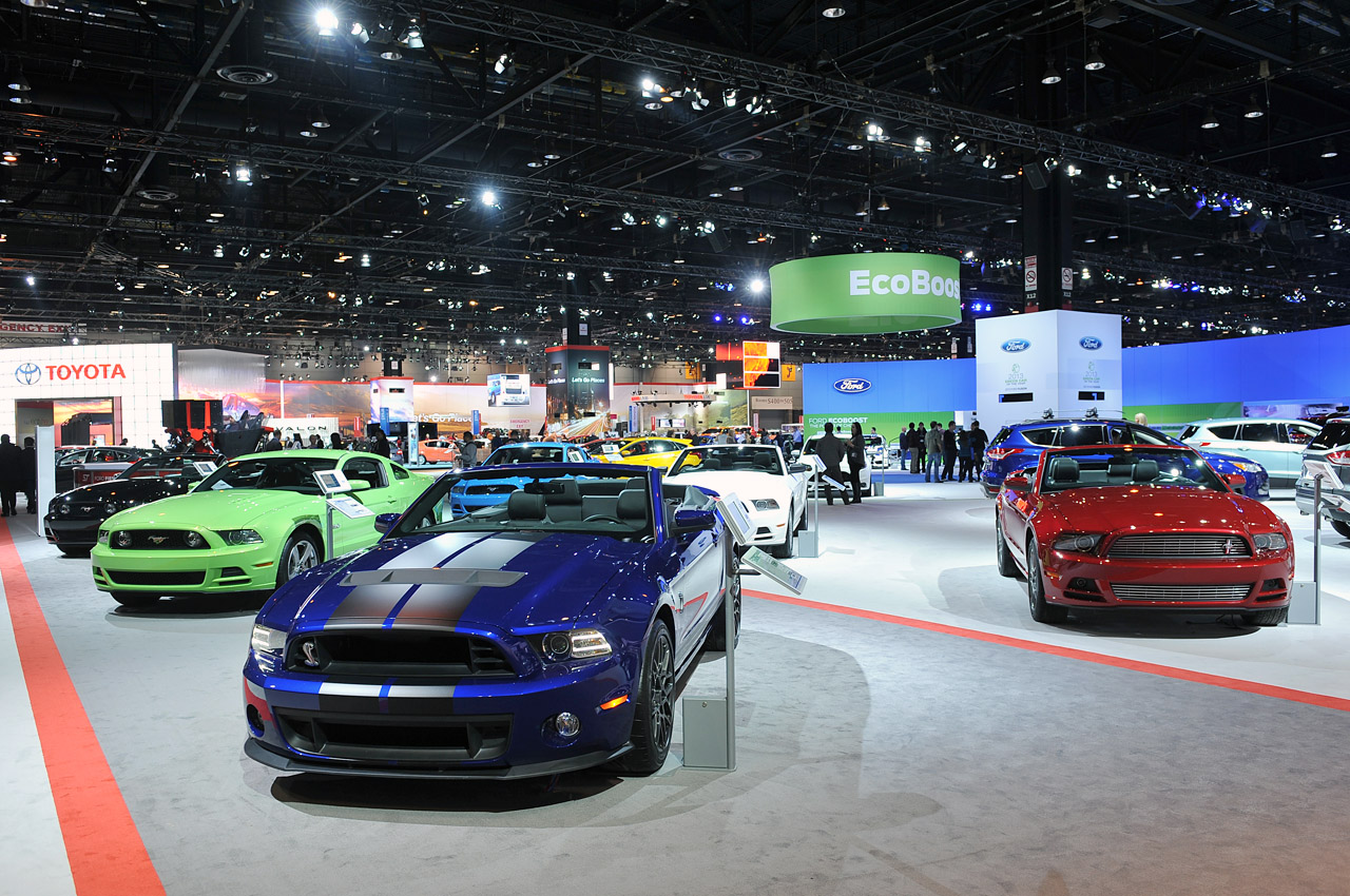 01-ford-mustangs-chicago-2013