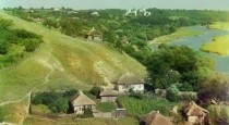 Selo_na_berezi_richky._Ukrajina-702x459