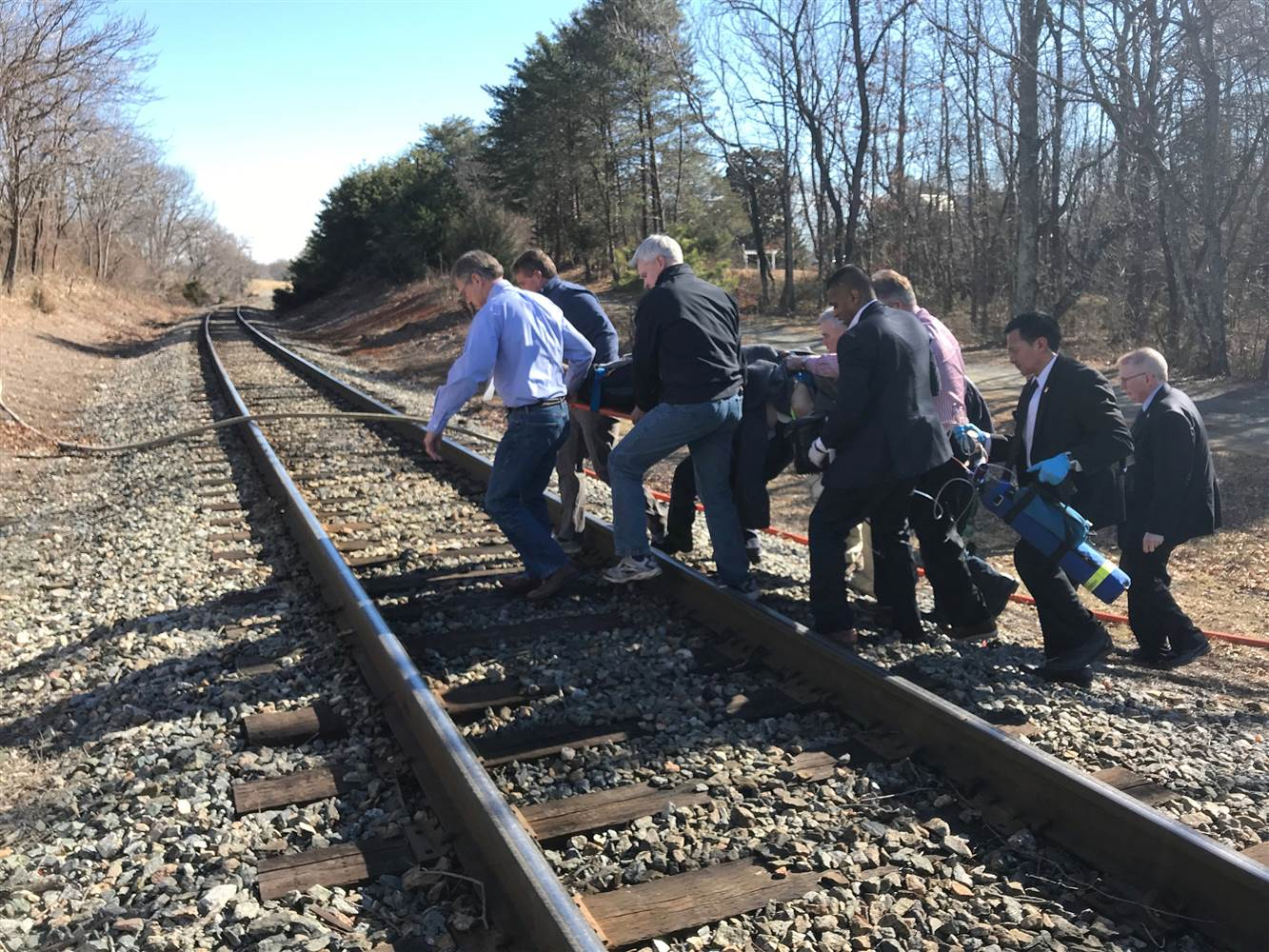 180131-gop-train-crash-injured-passenger-se-129p_72499f9d3f1255bb97f6f5415b13a619.nbcnews-ux-2880-1000