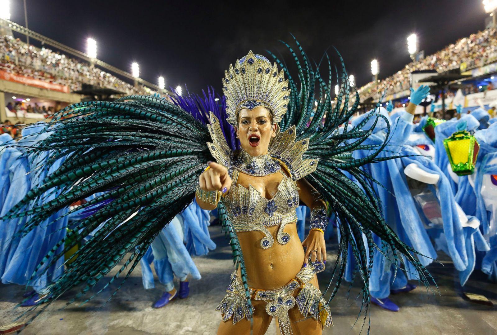 ap_brazil_carnival_1_kb_150216_22x15_1600
