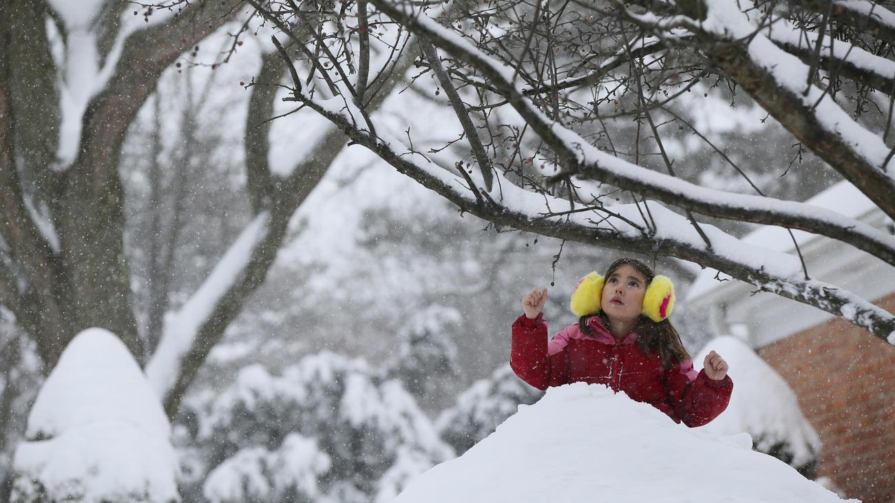 chi-winter-storm-photos-ct0063441480-20180209