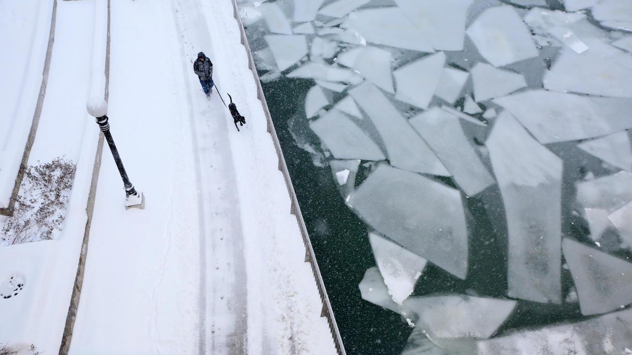 ct-chicago-winter-storm-photos-20180209-002
