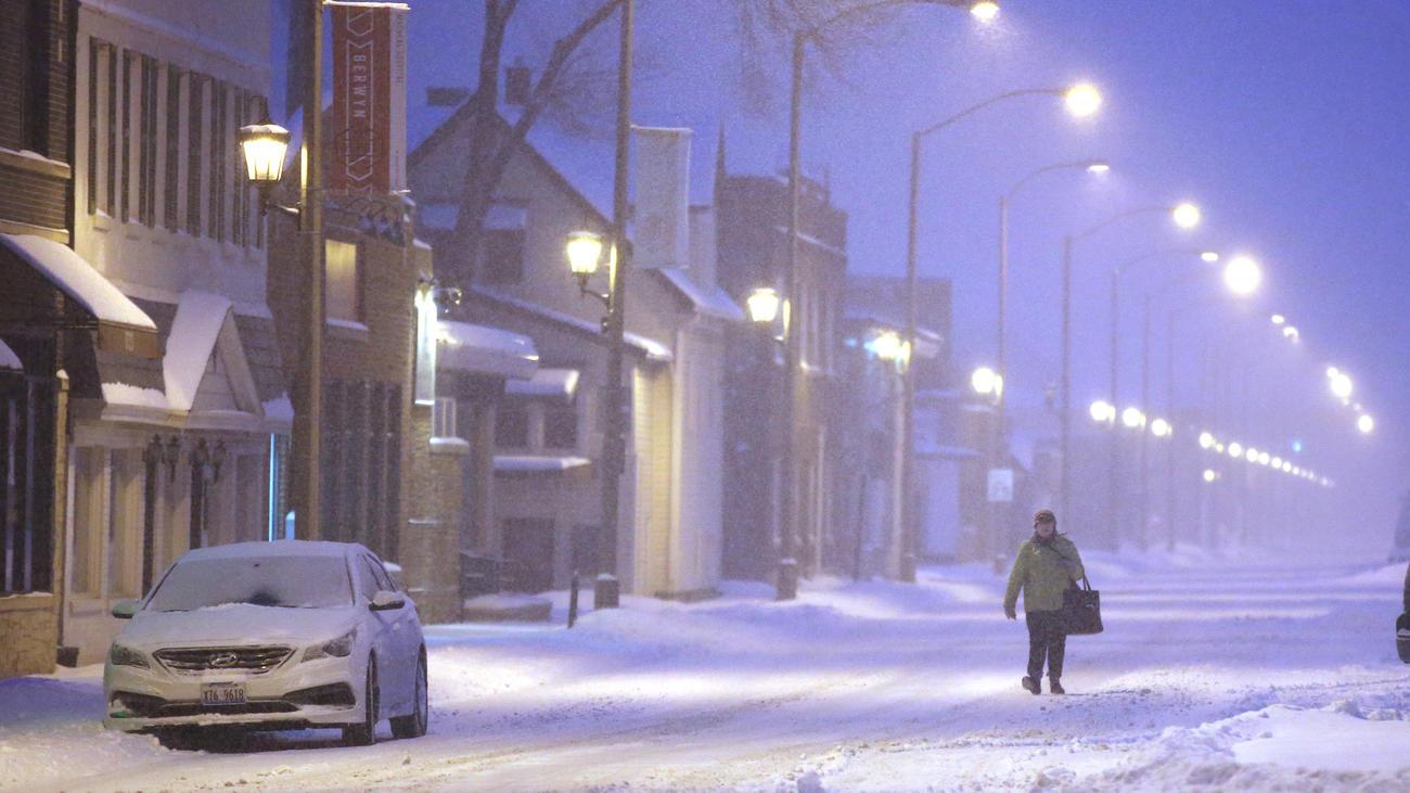 ct-chicago-winter-storm-photos-20180209-003