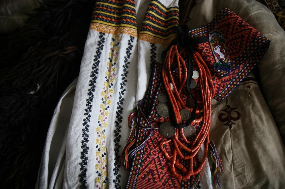 1. Традиційна ноша, привезена зі Старого Краю – Буковини (Кіцманський район) в кінці 19 століття. Власність авторки.