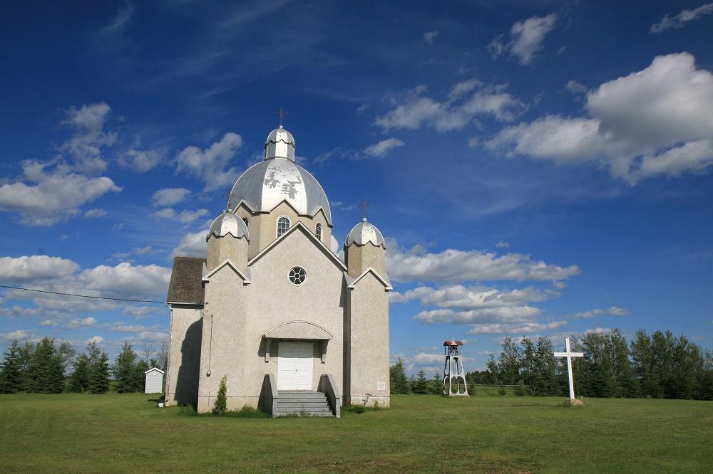 Українська католицька церква св. Михаїла в Лаймстоун Лейк, Альберта. Сучасна церква 1939, попередня не збереглася.