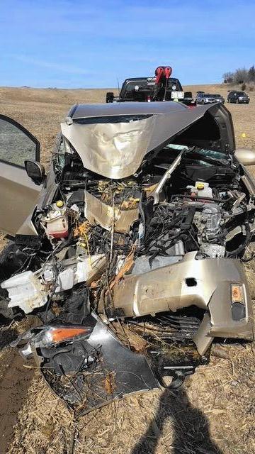 ct-ctlh-mundelein-crashed-car-20180318