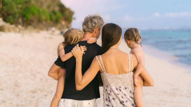 happy-family-beach-gty-mem-180419_hpMain_16x9_992