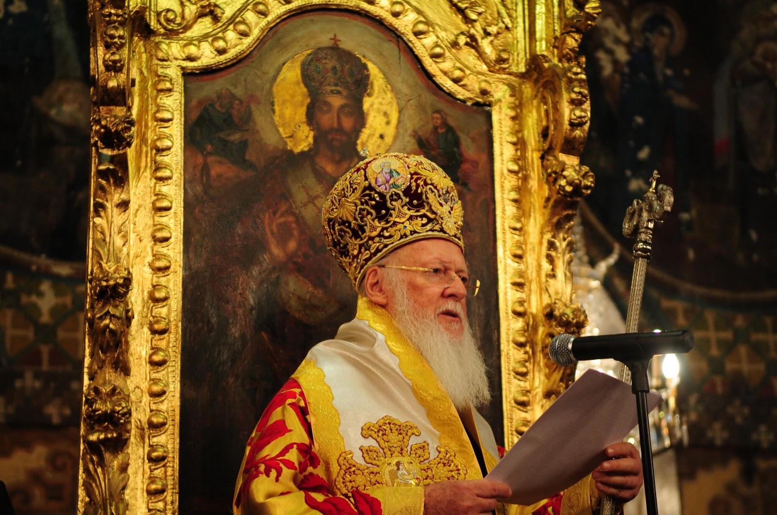 Вселенський патріарх Варфоломій, як правило, підписує спеціальний документ – Томос – про надання автокефалії