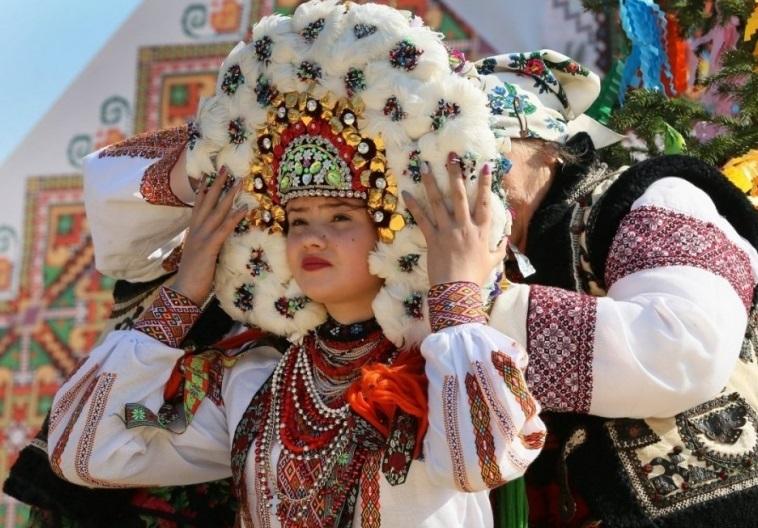 ГУЦУЛЬСЬКЕ ВЕСІЛЛЯ мандрує Україною - Ukrainian people